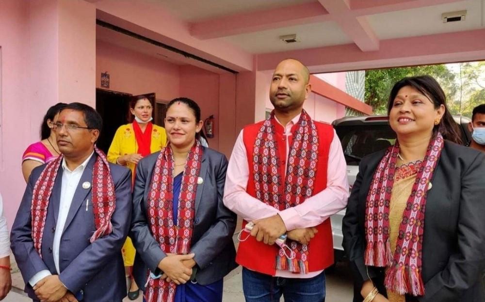 लुम्बिनीका चार सांसदलाई पदमुक्त नगर्न सर्वोच्चको आदेश